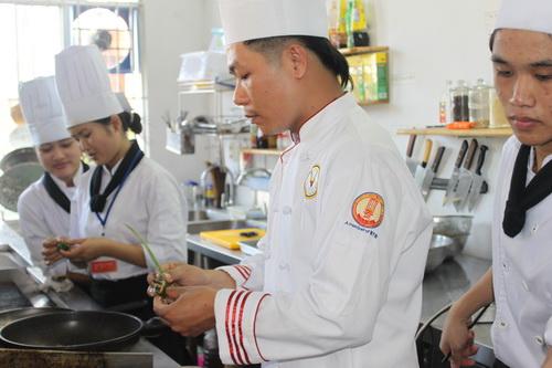 Học các món nướng đặc sắc cùng bếp trưởng Đỗ Bá Thiện