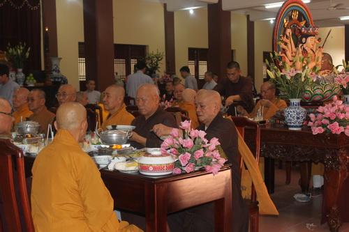 buổi tiệc chay ở chùa huệ nghiêm