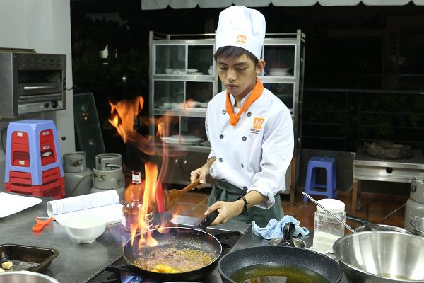 chọn nghề học nấu ăn