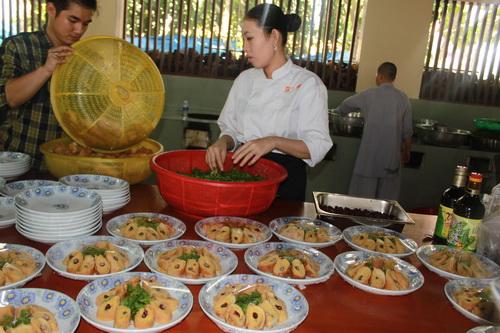 trang trí các món ăn chay ở chùa huệ nghiêm