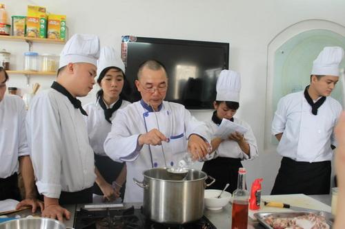Nấu món ăn ngon ngày Tết cùng thầy Trần Trung Vượng
