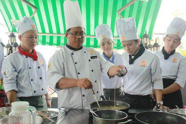 hình ảnh một buổi học bếp trưởng
