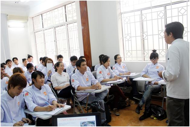 học viên hứng thú lắng nghe