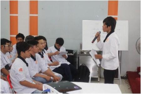 học viên thuyết trình