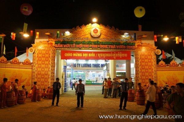 cổng chào của lễ hội