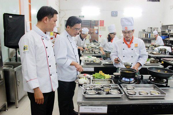 học nấu ăn để trở thành bếp trưởng