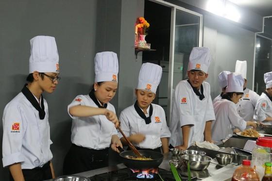 day nau an o da nang - bep truong k169 huong nghiep a au