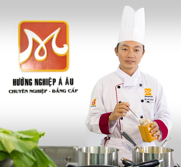 Thầy Đinh Văn Toan Bếp Trưởng nhà hàng Dìn Ký