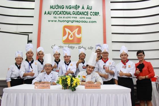 khong-khi-soi-dong-dau-nam-tai-huong-nghiep-a-au-13
