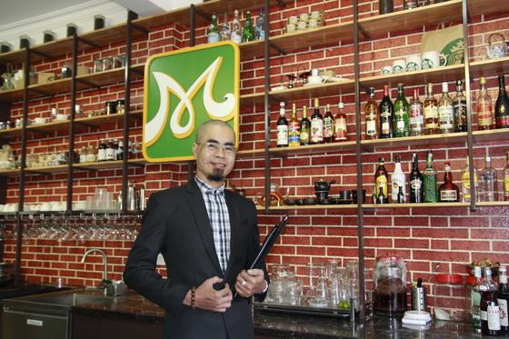Thầy Trần Khải Minh Nhật hiện là giảng viên các khóa Bartender, Barista và quản lý nhà hàng – café tại Hướng Nghiệp Á Âu