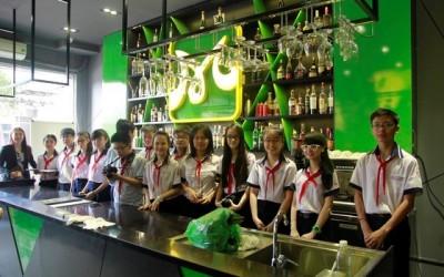 chup-anh-luu-niem-tai-phong-bartender