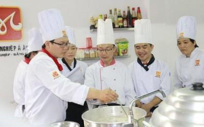 đầu bếp việt được đào tạo bài bản