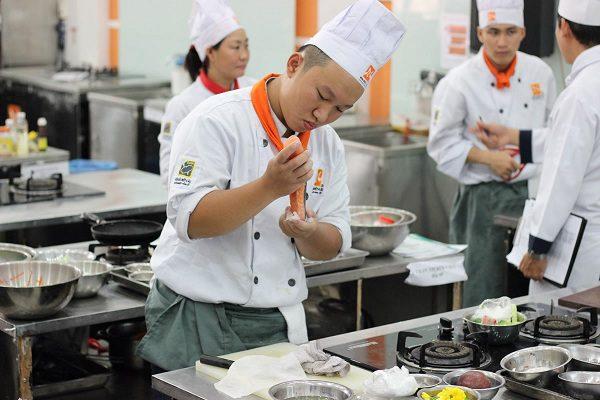 nghề bếp hái râ tiền