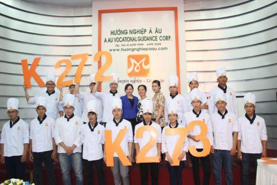 k272 k273 chụp hình lưu niệm