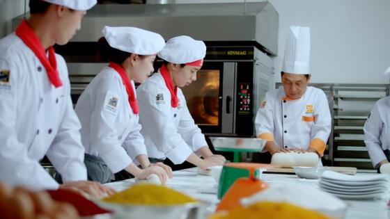 Khóa học làm bánh á, bánh âu, bánh nhật, bánh kem tại Hướng Nghiệp Á Âu