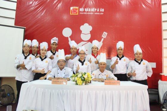 khoá bếp trởng k206 thi tốt nghiệp