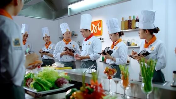 Khách đến tham quan gian hàng của HNAAu sẽ hiểu hơn về ngành Bếp