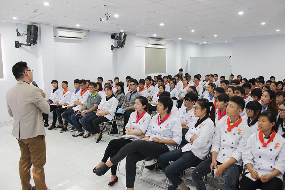 học viên tham gia training kỹ năng phỏng vấn