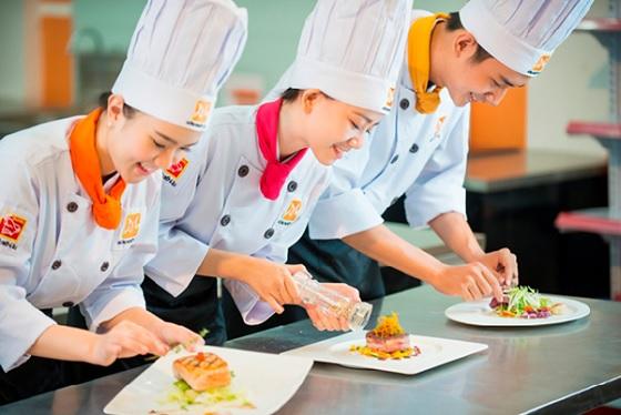 Một đầu bếp giỏi phải biết trang trí món ăn đẹp mắt