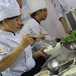 người đầu bếp cần trang bị kiến thức ẩm thực