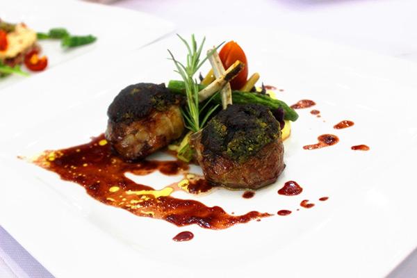 món lamb with green pepper sauce của bếp trưởng ivan barone