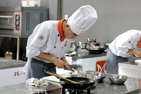 học nấu ăn để biết tính giá thành món ăn