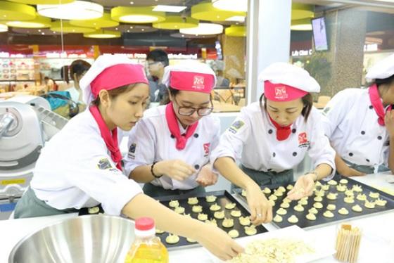 Tham gia khóa học làm bánh sẽ cung cấp đầy đủ kiến thức để bạn làm việc