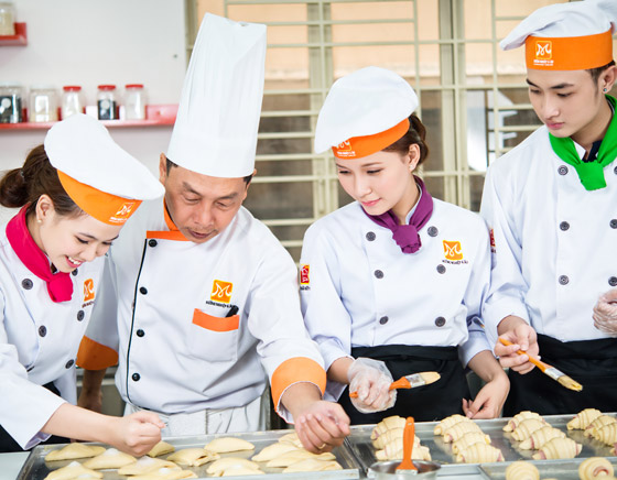 học bếp trưởng bếp bánh