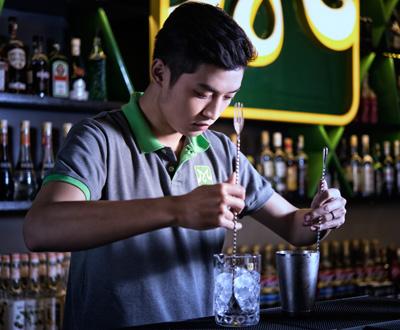 học bartender ở bếp trưởng
