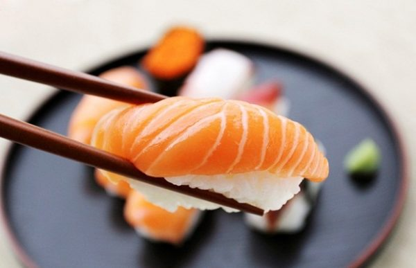cắt lát sushi là một nghệ thuật