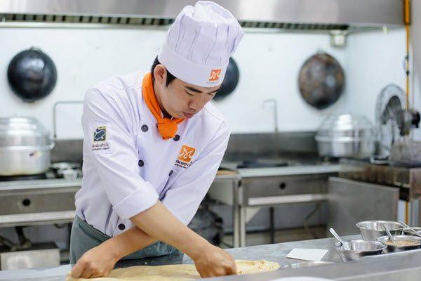 Vì sao ngày càng nhiều nam giới học nấu ăn?