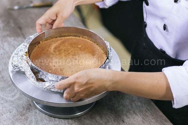 Ép bánh làm phần đế