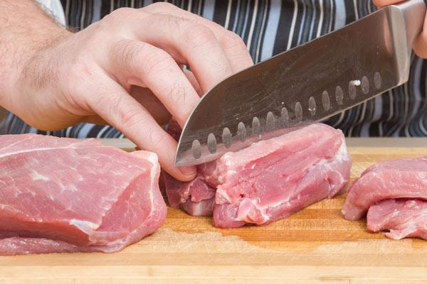 Cắt thịt bò dọc thớ
