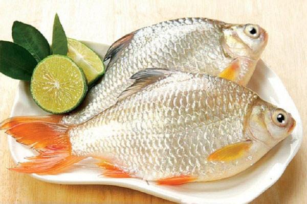 Dùng chanh bảo quản cá