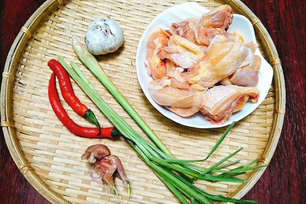 Nguyên liệu gà xào sả ớt
