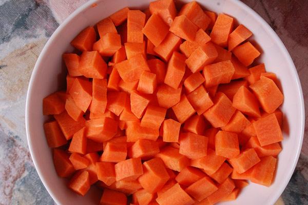 Thái hạt lựu cà rốt