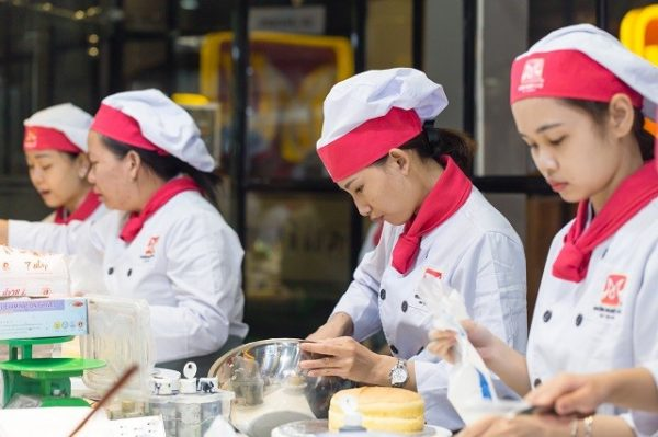 lớp học nghề làm bánh chuyên nghiệp