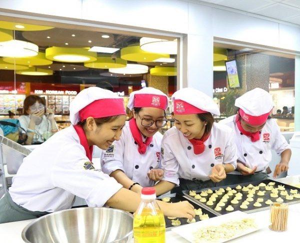 Lớp học nghề làm bánh