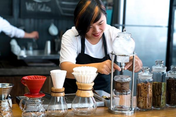 nhân viên quán cafe