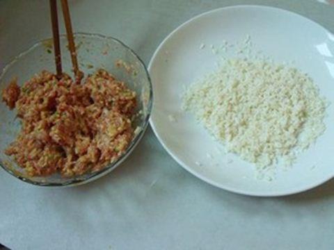 trộn thịt xay và nguyên liệu