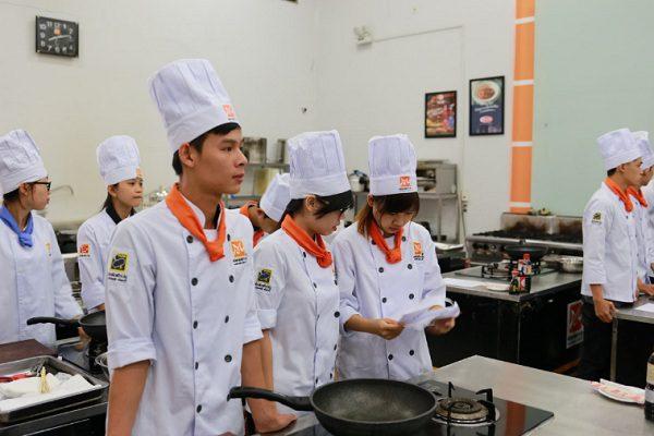 Học nghề bếp lên ngôi