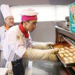học viên được thực hành làm bánh ngay trên lớp