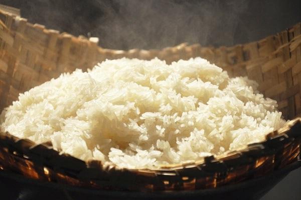 Nấu chín xôi bằng nồi cơm điện