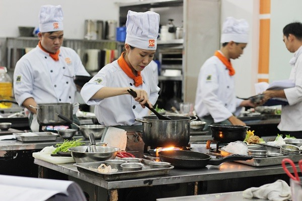 Nghề bếp gần gũi và thiết thực