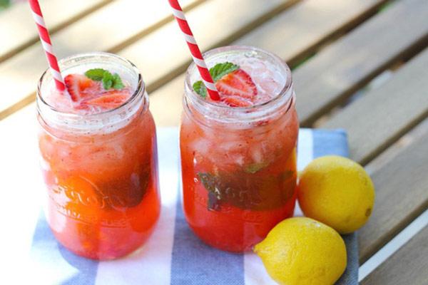 Pha chế ly cocktail trái cây