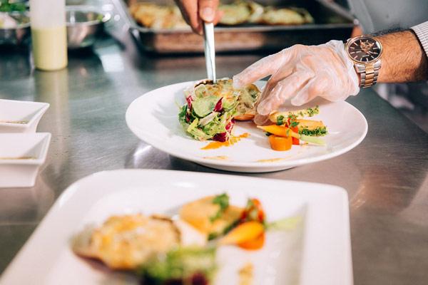 Nghề Bếp Có Thể Tự Học – Sao Phải Đến Trường?