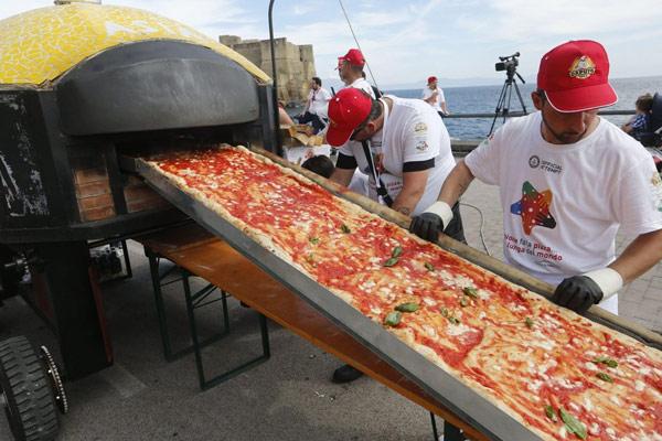 bánh pizza dài nhất quả đất