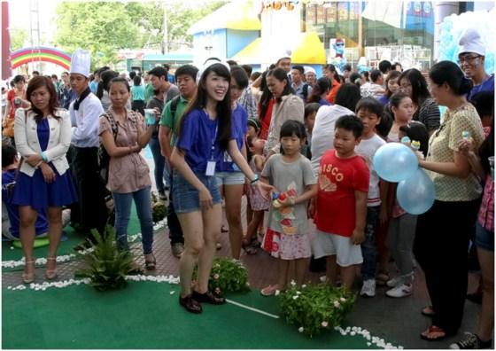 các bé tham gia ngày hội xì trum