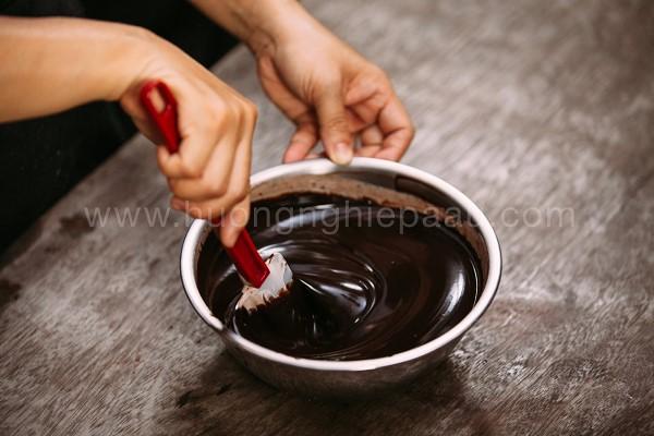 Trộn đều hổn hợp chocolate