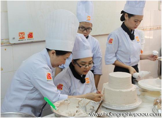 học viên khóa bếp trưởng bếp bánh bb06